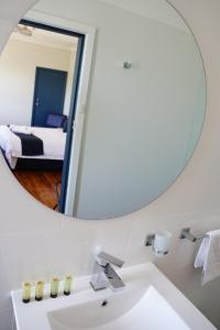 A bathroom at Gunnedah Hotel