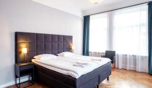מיטה או מיטות בחדר ב-Queen's Hotel