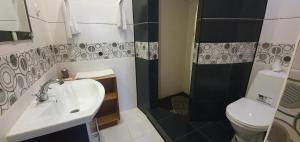 A bathroom at Versal Hotel