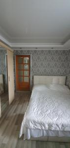 A bed or beds in a room at Versal Hotel