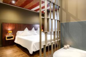 A bed or beds in a room at Hotel La Casueña