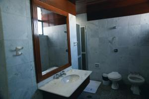 A bathroom at Lucape Palace Hotel