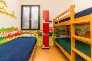 A bunk bed or bunk beds in a room at Hostel Casa Azul