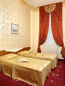 A bed or beds in a room at Hotel Anna Palace