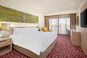 A bed or beds in a room at Crowne Plaza Alice Springs Lasseters, an IHG hotel