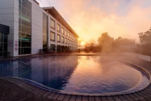 The swimming pool at or near Holiday Inn Rotorua