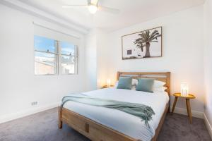A bed or beds in a room at Leichhardt Self-Contained Modern One-Bedroom Apartment (9NOR)