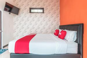 A bed or beds in a room at OYO 1742 Safa Alya