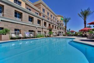 The swimming pool at or close to Holiday Inn Ontario Airport - California, an IHG hotel