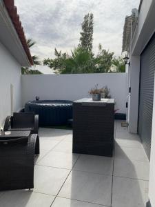 A balcony or terrace at Dépendance dans villa cossue