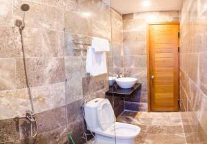 A bathroom at Green World Hoi An Villa