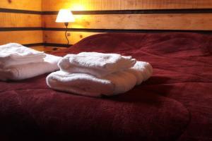 Una cama o camas en una habitación de Eolia - Cabaña para 2 personas, excelente ubicación