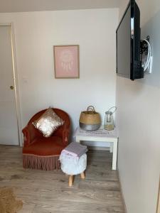A seating area at Dépendance dans villa cossue
