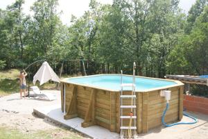 The swimming pool at or near Chalet de Caralba avec piscine