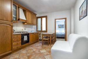 A kitchen or kitchenette at Appartamenti San Lorenzo