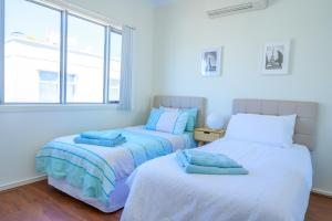 A bed or beds in a room at 4/1 -5 Saint Kitts Place