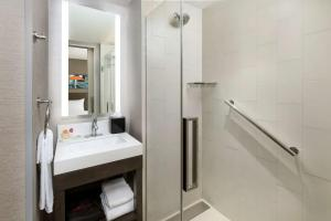 A bathroom at Hyatt Place New York City/Times Square