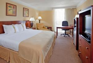 A bed or beds in a room at Holiday Inn Ponce & El Tropical Casino, an IHG Hotel