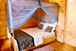 A bed or beds in a room at Sasvi Cabana