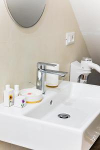 Un baño de Florence Liona Apartments