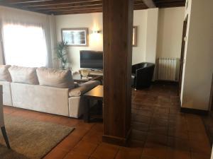 A seating area at Hotel Balcón de la Cuesta