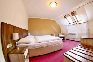 Postel nebo postele na pokoji v ubytování Hotel Koruna