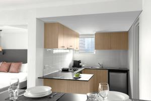 A kitchen or kitchenette at Mantra on Kent