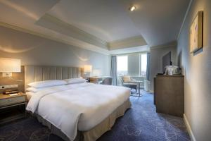 A bed or beds in a room at Nagoya Marriott Associa Hotel