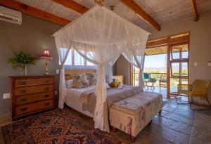 A bed or beds in a room at De Zeekoe Guest Farm