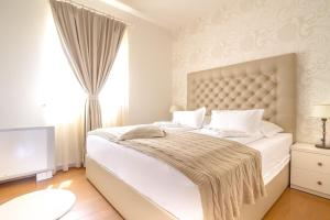 A bed or beds in a room at Luxury Apartments Villa Luce