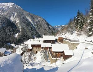 Chalet Analma during the winter