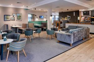The lounge or bar area at Holiday Inn Haydock