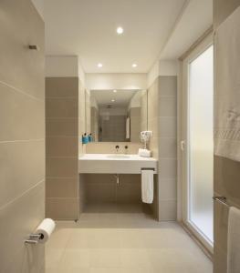 A bathroom at Lisbon Serviced Apartments - Santos