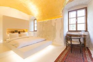 Postel nebo postele na pokoji v ubytování Chateau Třebešice
