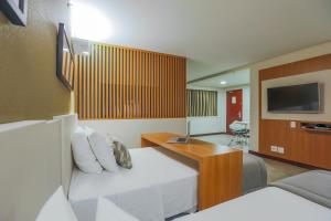 A television and/or entertainment centre at Comfort Suites Brasília