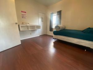 A bed or beds in a room at WHOLE Family - WholeVille