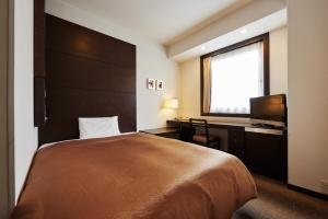 A bed or beds in a room at Hotel JAL City Haneda Tokyo