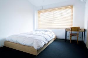 A bed or beds in a room at Yado Arashiyama
