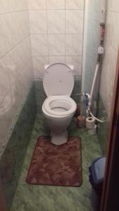 A bathroom at Двухкомнатная квартира посуточно
