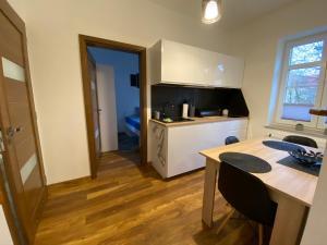 A kitchen or kitchenette at Apartament Morena