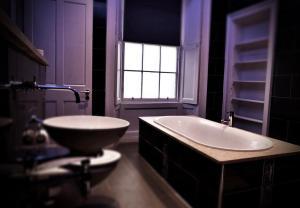 A bathroom at Culane House Hotel - B&B
