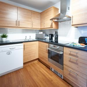A kitchen or kitchenette at The Hub Serviced Apartments- Shortstay MK