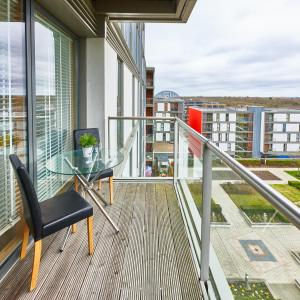 A balcony or terrace at Vizion Serviced Apartments - Shortstay MK