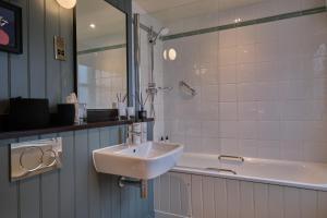 A bathroom at The Bear Esher