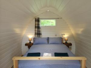 A bed or beds in a room at Craskie Glamping Pods