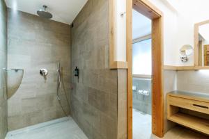 A bathroom at Pineta Nature Resort - Wellenss & SPA