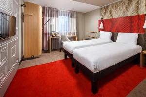 A bed or beds in a room at ibis Hotel Northampton Centre