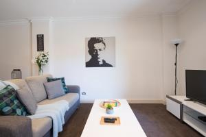 A seating area at One Bedroom In Adelaide's East End FREE WIFI*Netflix*Parking