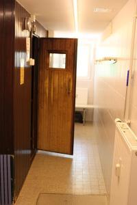"""A bathroom at Ferienwohnung """"HAGEBUTZE"""" mit Sauna und Schwimmbad"""