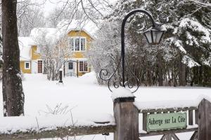 L'établissement Auberge sur la Côte en hiver
